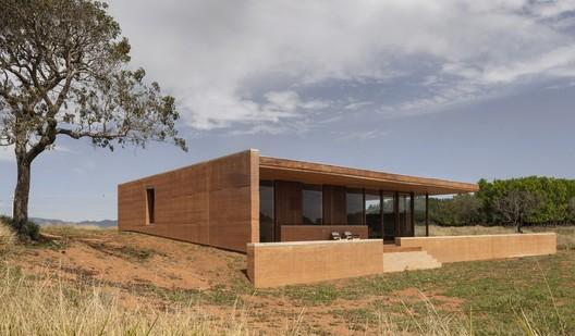 Casa en Cunha / Arquipélago Arquitetos