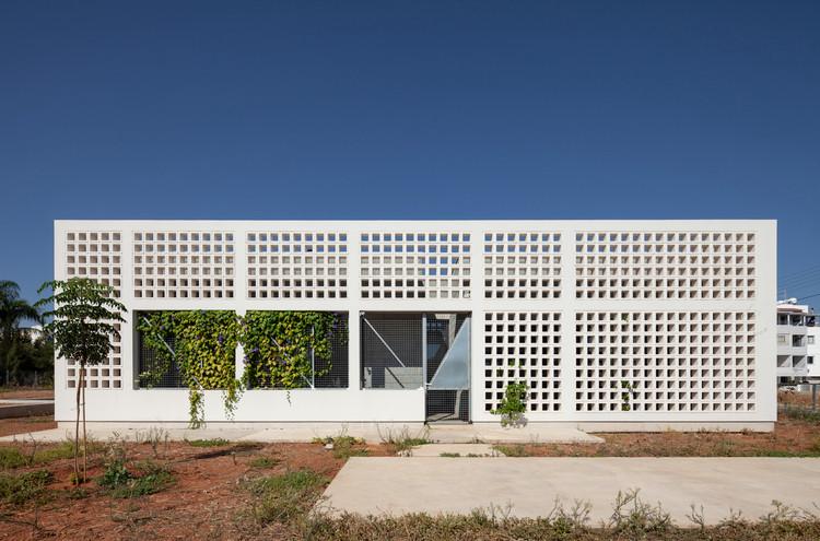 Uma casa com quatro jardins / draftworks architects, © Creative Photo Room, Maria Efthymiou