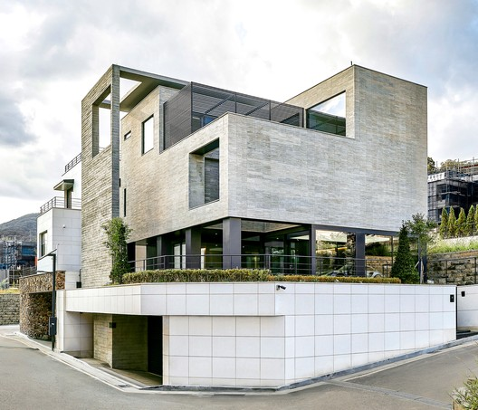 Turning Cube House / A'DUS [Architectural Designer Cluster]