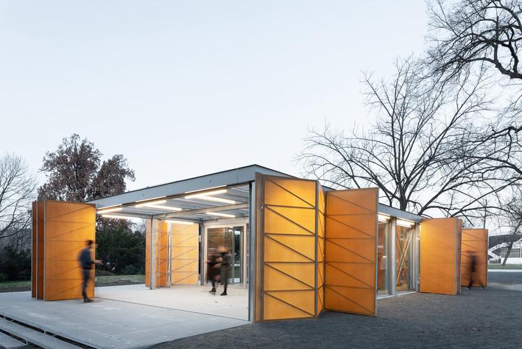Pavilhão de Verão em Praga / Papundekl Architects, © Alex Shoots Buildings