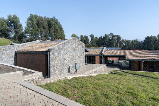 Escuela Primaria Ruhehe / MASS Design Group, © Iwan Baan