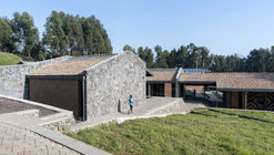 Escuela Primaria Ruhehe / MASS Design Group