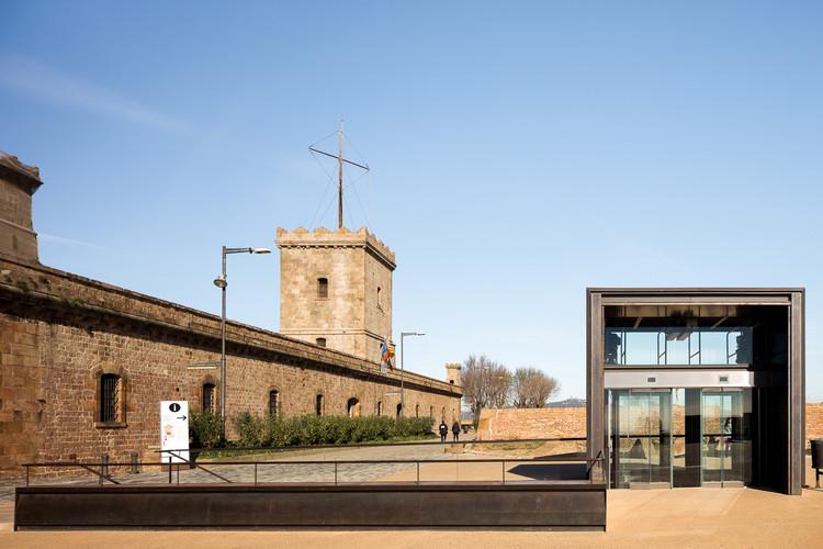 10 Projetos que ressignificam o patrimônio histórico construído, Reabilitação do Castelo de Montjuïc / Forgas Arquitectes. Imagem © Simón García
