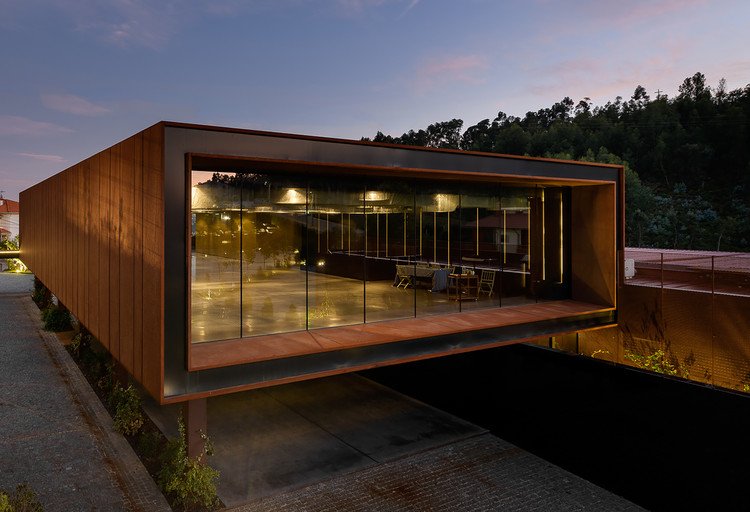 Suspended Matter Box Cultural Center / MMVARQUITECTO, © Ricardo Oliveira Alves