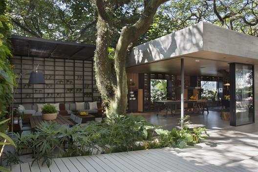Casa Terra / Paola Ribeiro Arquitetura e Interiores