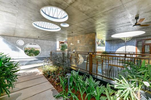 Pakhaniyil Residence / Nufail Shabana Architects