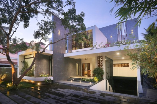 The Axial House / VM Architects