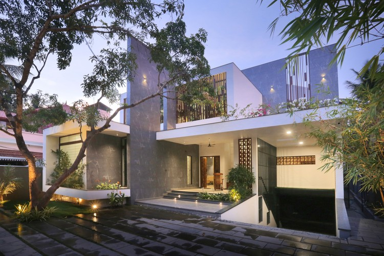 The Axial House / VM Architects, © Running Studios