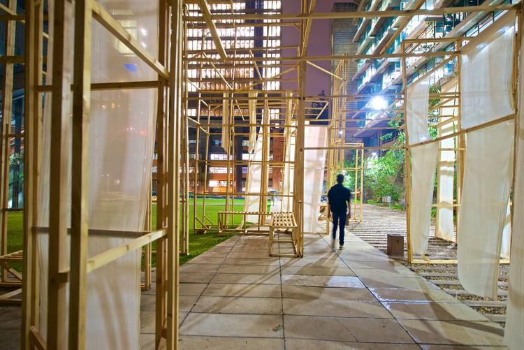 Estudiantes aprenden construyendo arquitectura efímera usando madera, Cortesía de Facultad de Arquitectura y Diseño de la Pontificia Universidad Javeriana