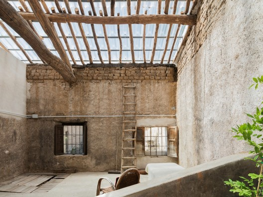 Barn Rehabilitation in a House / G+F Arquitectos