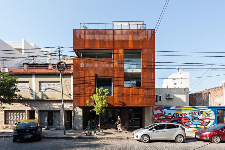 Edifício El Salvador 2 Floralis / Estudio Abramzon, © Albano García
