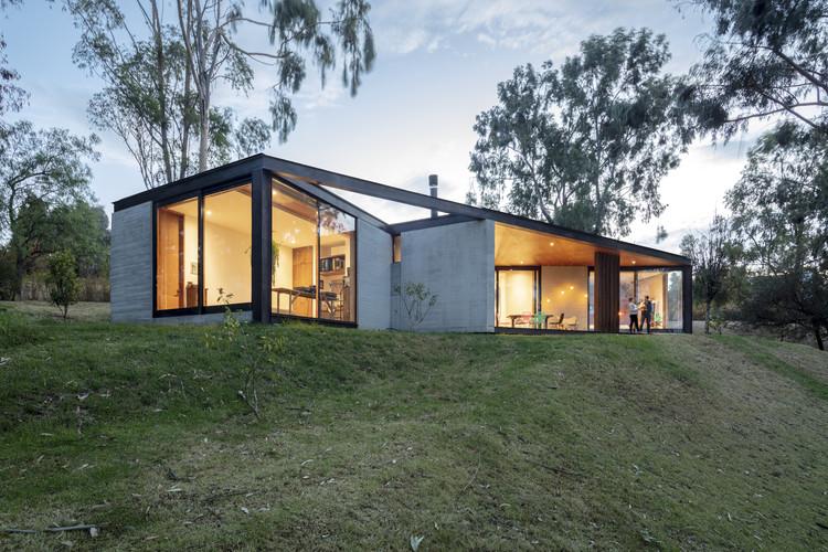 Casa entre bosque / Diez + Muller Arquitectos, © BICUBIK