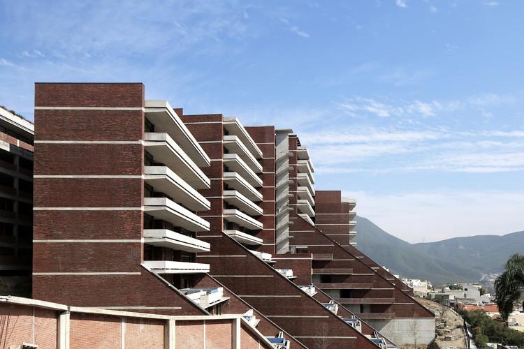 Las Terrazas Building/ Landa + Martínez Arquitectos. Image © Agustín Landa Ruiloba