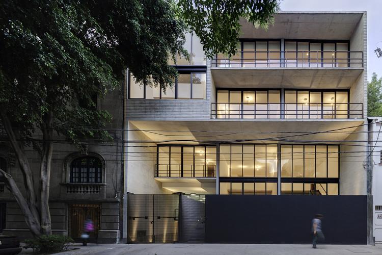 Tabasco 127 Building / JSª. Image © Luis Gordoa