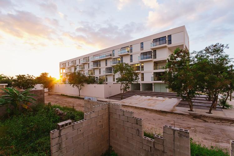 Elite Apartments / Lavalle + Peniche Arquitectos + Jorge Bolio Arquitectura. Image © Tamara Uribe