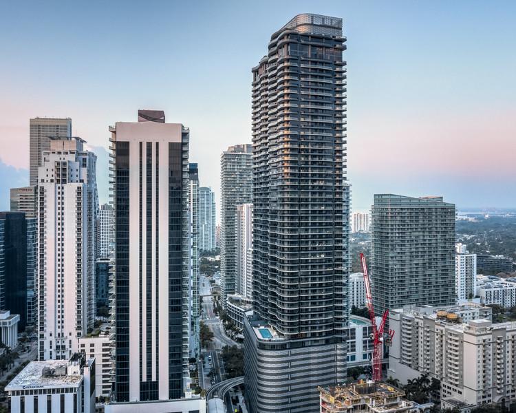 Brickell Flatiron Residential Tower / Revuelta Architecture International, © Tony Tur Photography