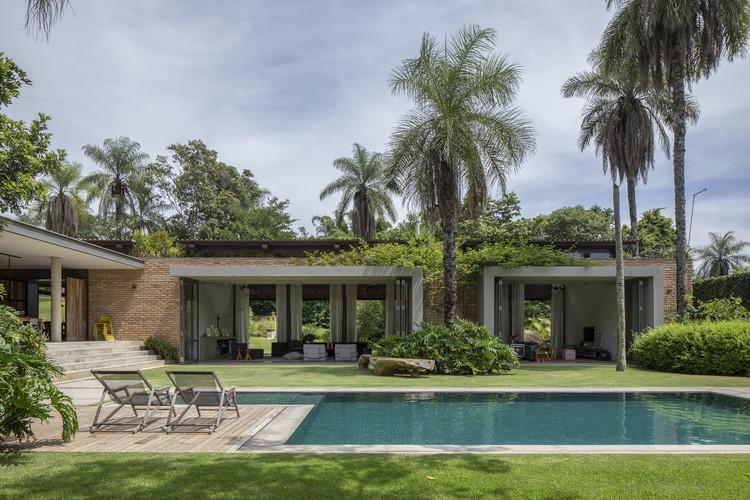 Casa Jaguariúna / Bernard Leroux Arquitetos, © André Klotz