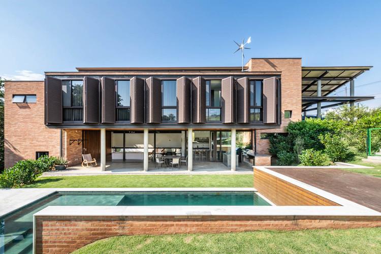 Casa Valinhos / Bernard Leroux Arquitetos, © Renato Navarro