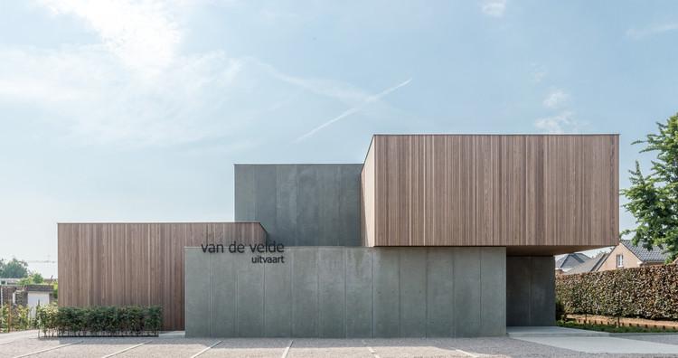 Van De Velde Funeral Center / HULPIA architecten, © Alejandro Rodriguez