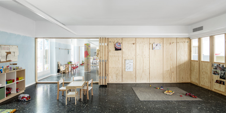 Escuela temporal Can Rosés  / Vora, © Adrià Goula