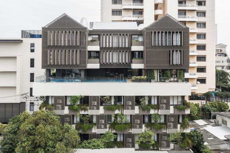 Bangkok TRYP Residential Building / Somdoon Architects, © Nattapong Pongpibul