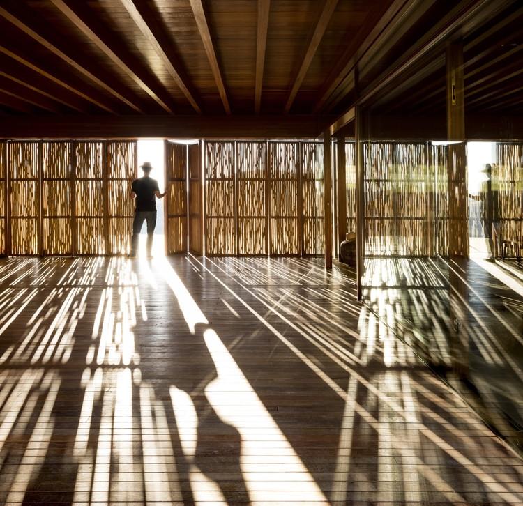 Casas brasileiras: 9 residências com divisórias leves, Fazenda Catuçaba / Studio MK27 - Marcio Kogan + Lair Reis. Imagem: © Fernando Guerra   FG+SG