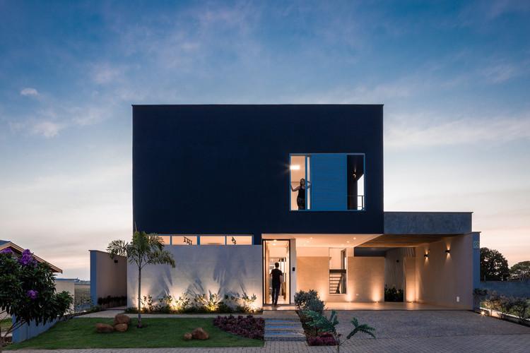 Casa 4.5   / Vertentes Arquitetura, © Leo Giantomasi