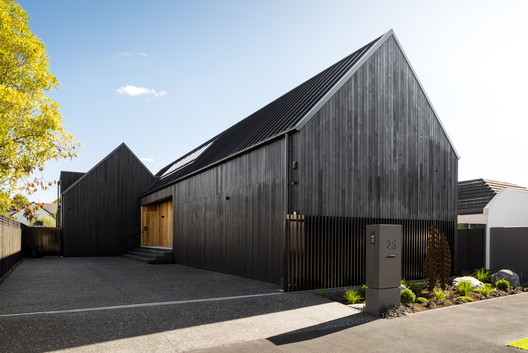 Gable Silhouette / Young Architects