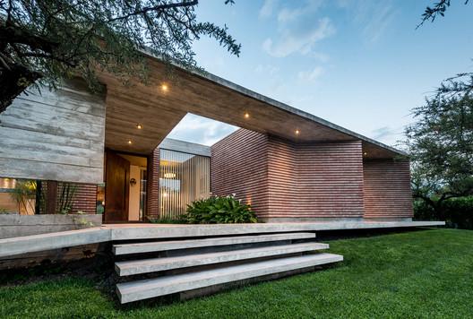 Casa b+c / Barella Arquitectura