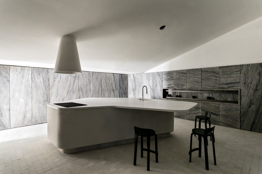 Stone Kitchen / Felipe Hess Arquitetos