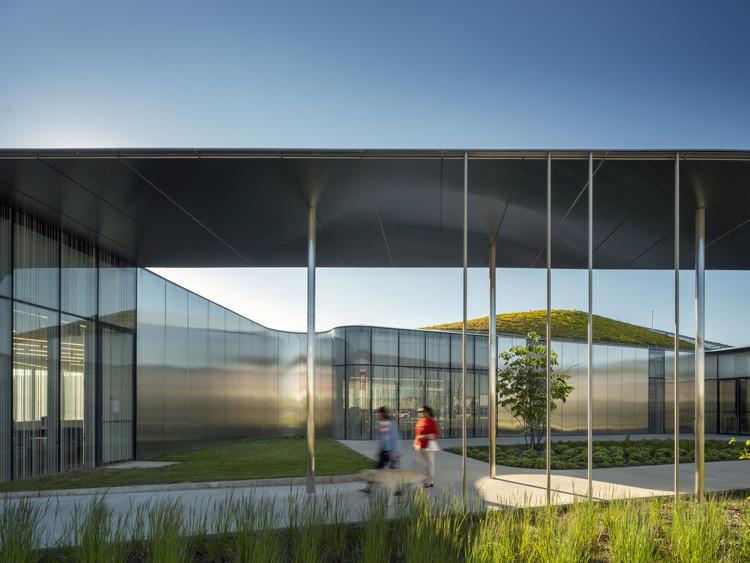 Springdale Library & Komagata Maru Park  / RDH Architects, © Nic Lehoux