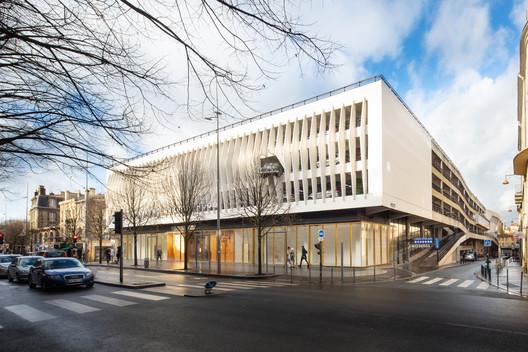 Alice Milliat Gymnasium / Marjan Hessamfar & Joe Vérons architectes associés