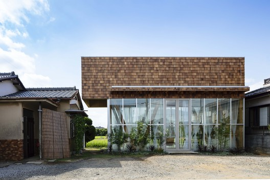 Wooden Box Floating in the Air Office / atelier N