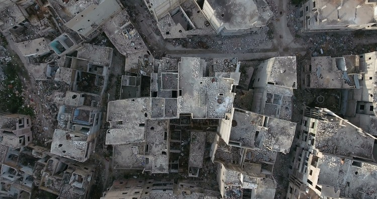 O papel da inteligência artificial na reconstrução de cidades devastadas pela guerra, the city of Homs in Syria. Image via Shutterstock/ By Fly_and_Dive