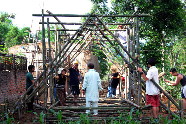 5 Alternative Materials for Building Emergency Shelters, Temporary shelter in Nepal / Charles Lai + Takehiko Suzuki. Courtesy of Charles Lai, Takehiko Suzuki