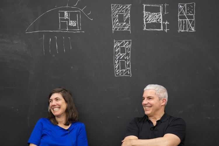 """Barclay & Crousse: """"La realidad es que aún tenemos que seguir remando"""", Sandra Barclay y Jean Pierre Crousse. Fotografía: Baú – Escola da Cidade"""