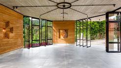 Jesuit Chapel / Solo Eduardo