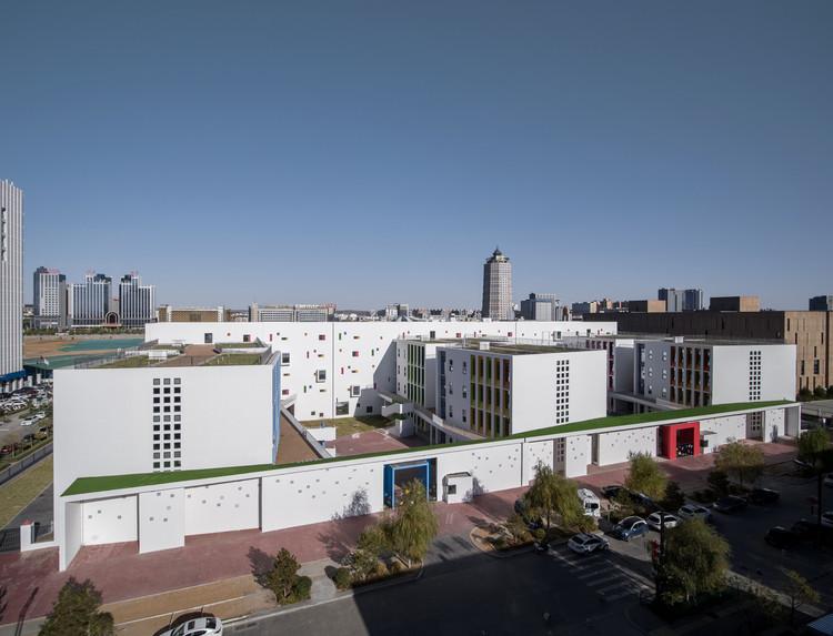 Vue aérienne de l'ouest du campus.  Image © Shengliang Su