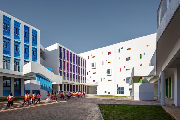 Yulin Gaoxin No.3 Primary School / THAD +School of Architecture, Tsinghua University, North yard. Image © Shengliang Su