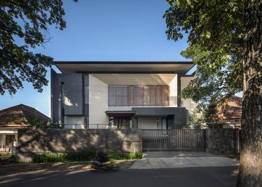 Casa FE / Rakta Studio