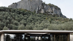 Il Frantoio Building in the Middle of the Olive Grove / Perathoner Architects