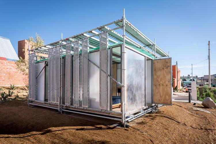 O uso da pré-fabricação em 6 projetos emergenciais ao redor do mundo, Protótipo de residência rural em Apan / DVCH De Villar CHacon Architecture. Imagem: © Jaime Navarro Soto