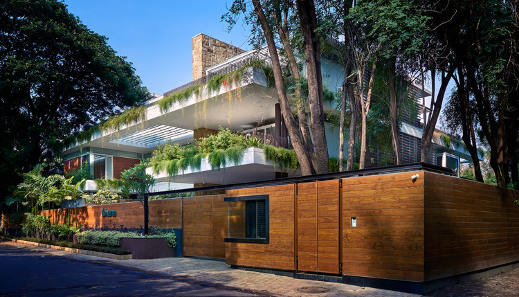 The Hovering Gardens House / Niraj Doshi Design Consultancy, © Hemant Patil