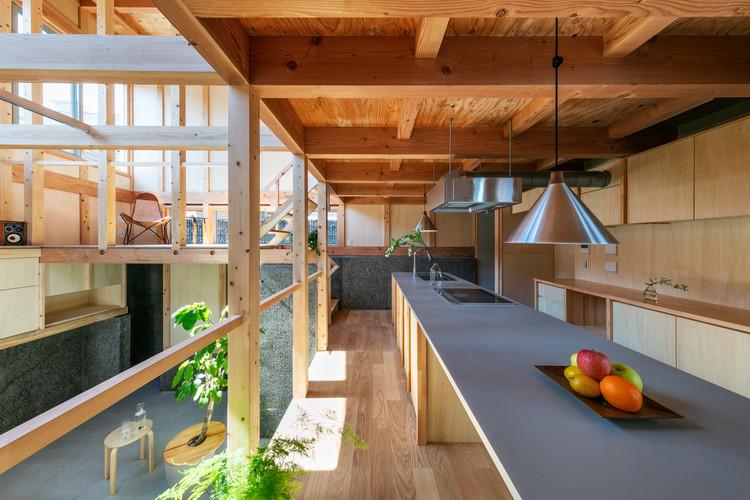 House With 5 Retaining Walls / Kiyoaki Takeda Architects, © Masaki Hamada (kkpo)