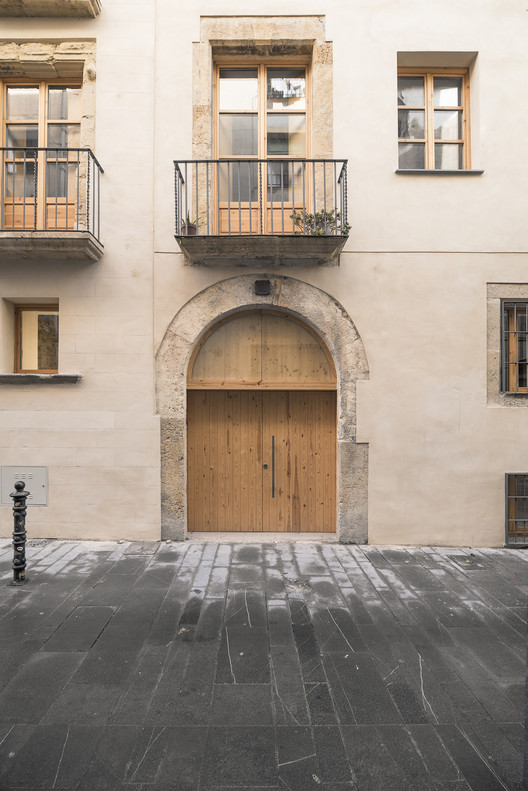 Rehabilitation Project for a Multi-Family Building with 8 Houses / avlarquitectura + Antoni Bou Architectes