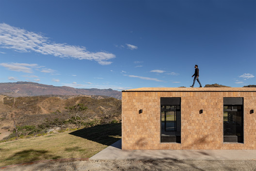 Native House  / David Regalado Arquitectura