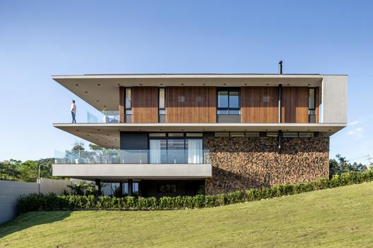 House F16 / Studio Bloco Arquitetura
