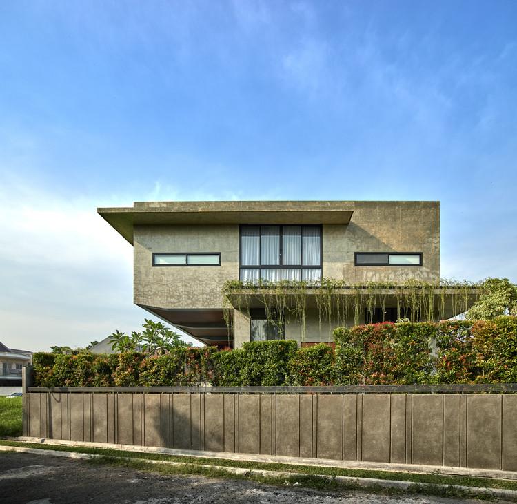 00 Context and Elevation (3) - Tresno House / RAW Architecture: Biệt thự hiện đại cây xanh và hồ bơi