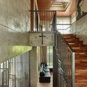 02 Atrium Skylight Tumpang Sari0 - Tresno House / RAW Architecture: Biệt thự hiện đại cây xanh và hồ bơi