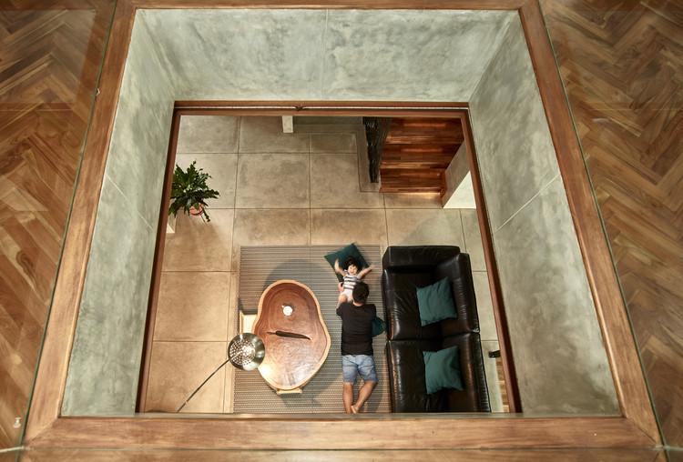 02 Atrium Void - Tresno House / RAW Architecture: Biệt thự hiện đại cây xanh và hồ bơi